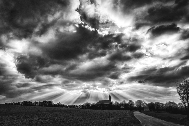 Monochrome Photography Automne light.. LandscapeCloud - Sky Tranquil Scene Tranquility Sky Weather Scenics Cloudy Beauty In Nature Nature Field Dramatic Sky Cloudscape Non-urban Scene Day Growth Outdoors Storm Cloud Agriculture Atmospheric Mood Cloud - Sky Tranquil Scene Tranquility Sky