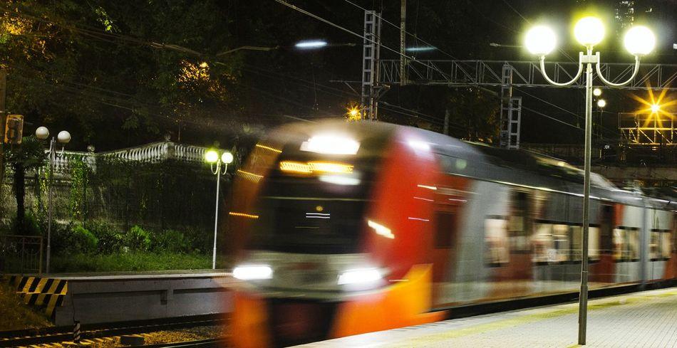 Sochi Lastochka Train Night Travel Suburban Streetphotography Street Photography Station Platform L'Arrivee D'un Train En Gare The City Light