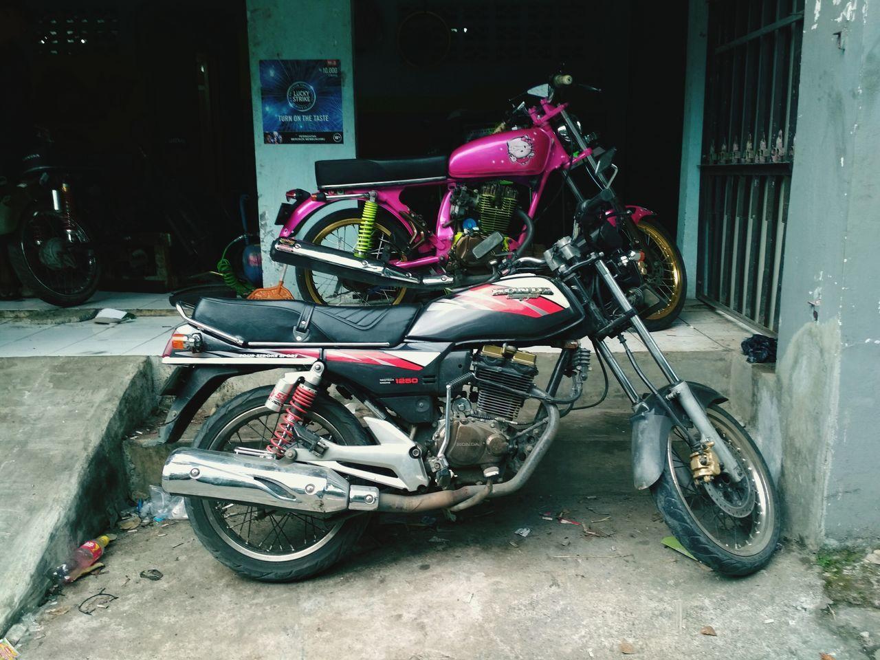 Cuman punya motor tua Pinkiboy Glherex Cbinndonesia Cbstylebogor First Eyeem Photo
