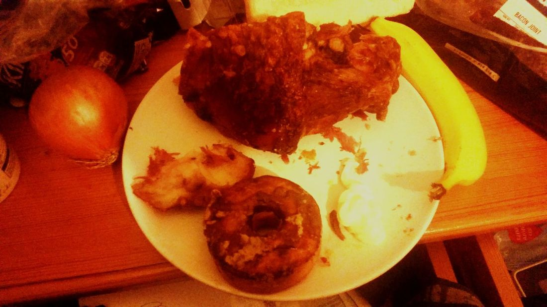 Joint Pork,banana,onion,mayonnaise and a tasty doughnut. What? I'm not rich.. :)