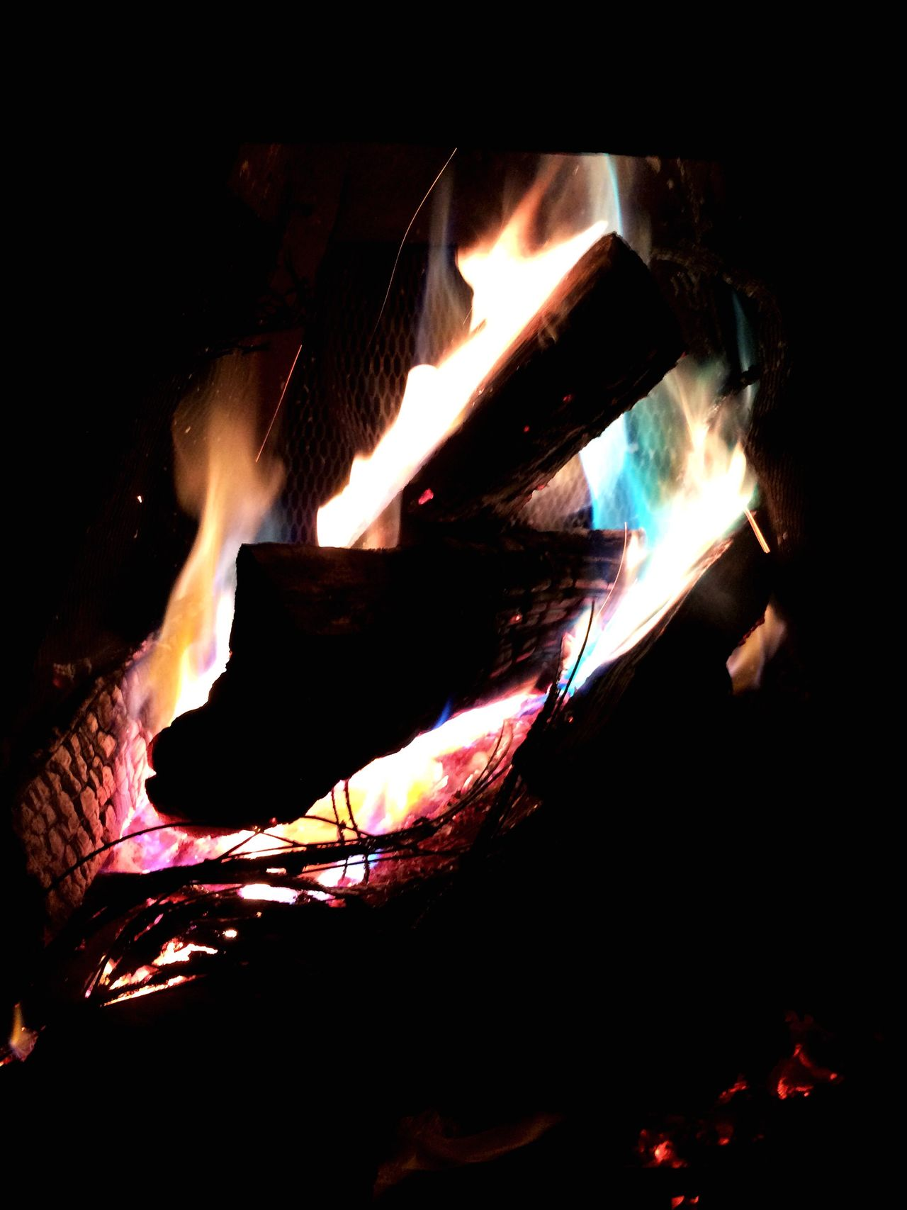 Check This Out Relaxing Taking Photos Enjoying Life Fire Fireplace Night Camp Fire Cable Fire Cable Electric Fire I put electric cable in my fire and the colors is amazing Amazing Nature Pink Violet Green Blue Red Yellow Beauty In Nature
