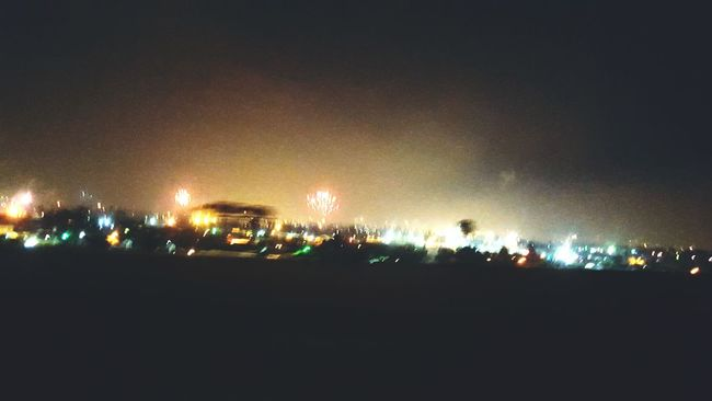 LA in the night by car window the 4th July ❤🎊📷🎡 Fireworks Losangeles America Usadream EyeEm Photographer Travel Photography Ilovetravel Thatsawesome Lovelovelove Imhappy EyeEm Nature Lover LosAngelesCity California California Love Holliwood Thedreamofmylife Hello World Check This Out Enjoying Life ILoveMyJob