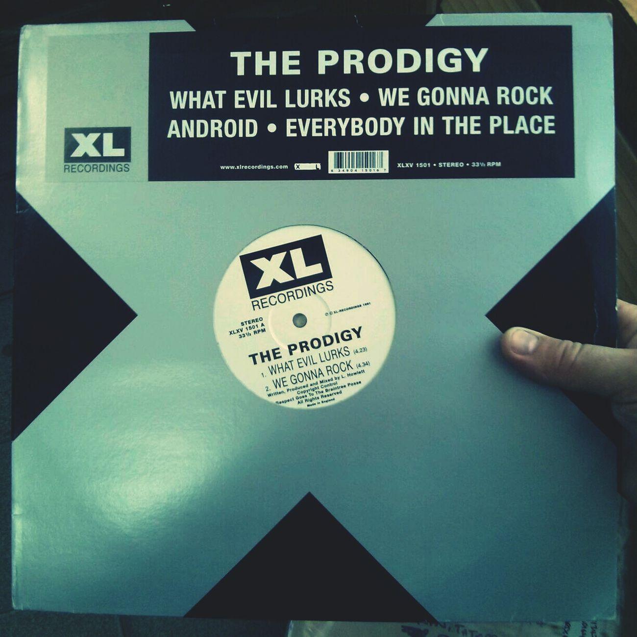 Моя коллекция пополнилась отличным экземпляром. Первая пластинка The Prodigy - What Evil Lurks 1991 года. The Prodigy Vinyl Records Vinyl My Vinyl Collection