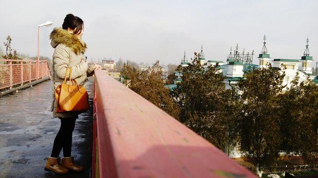 В первый раз снимаю людей. Опыта как вы уже поняли , у меня нет, так что не судите строго)) перваяфотка вокзал мост Туркестан Казахстан Bright Turkestan Kazakhstan