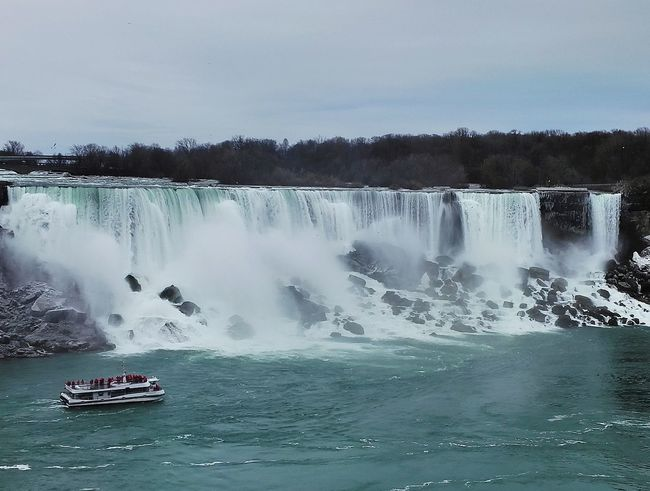 Hanging Out Check This Out Taking Photos Hello World Enjoying Life View Niagara Falls Water Water_collection Spring Tourist