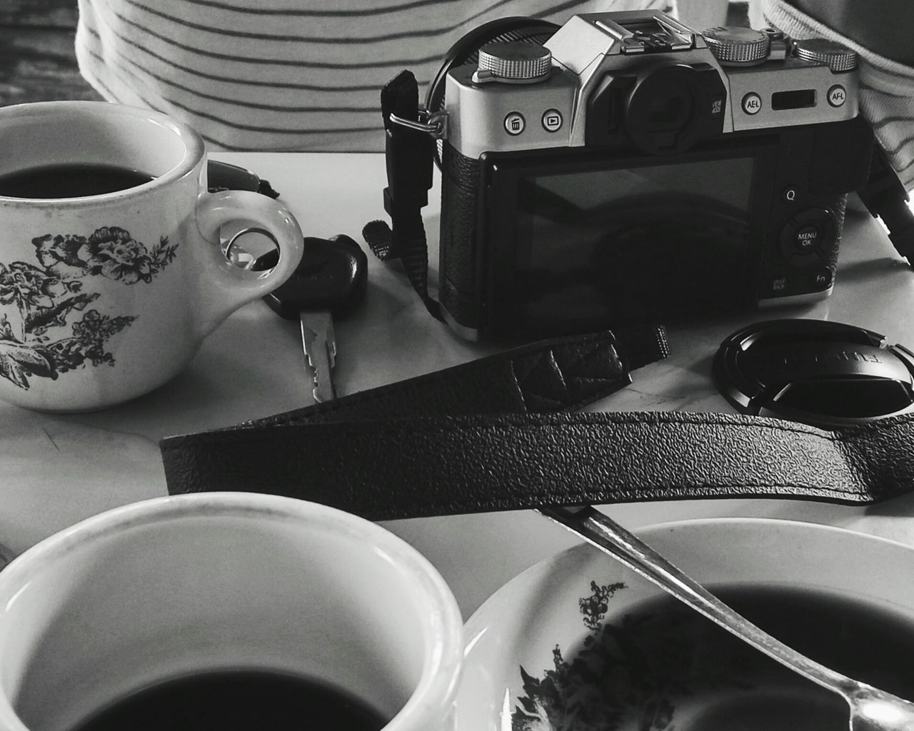 Technology Business Finance And Industry Indoors  Close-up No People Day Enjoying Life Coffee Break Coffee Camera Monochrome Photography Black And White Naturelovers Monochrome Blackandwhite Humaninterest Streetphotography Activity Table Coffee Time