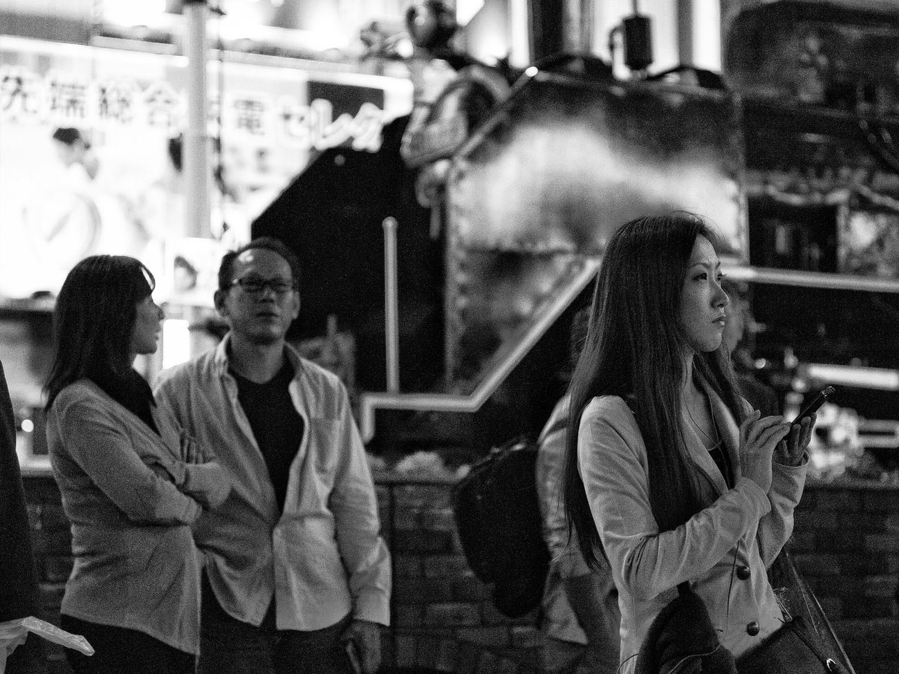 Real People Women Couple - Relationship People City Life On The Road CityWalk Streetphotography_bw B&w Street Photography Snapshot Nightphotography Night Autumn Standing Wating at Shimbashi 新橋 , Tokyo Japan