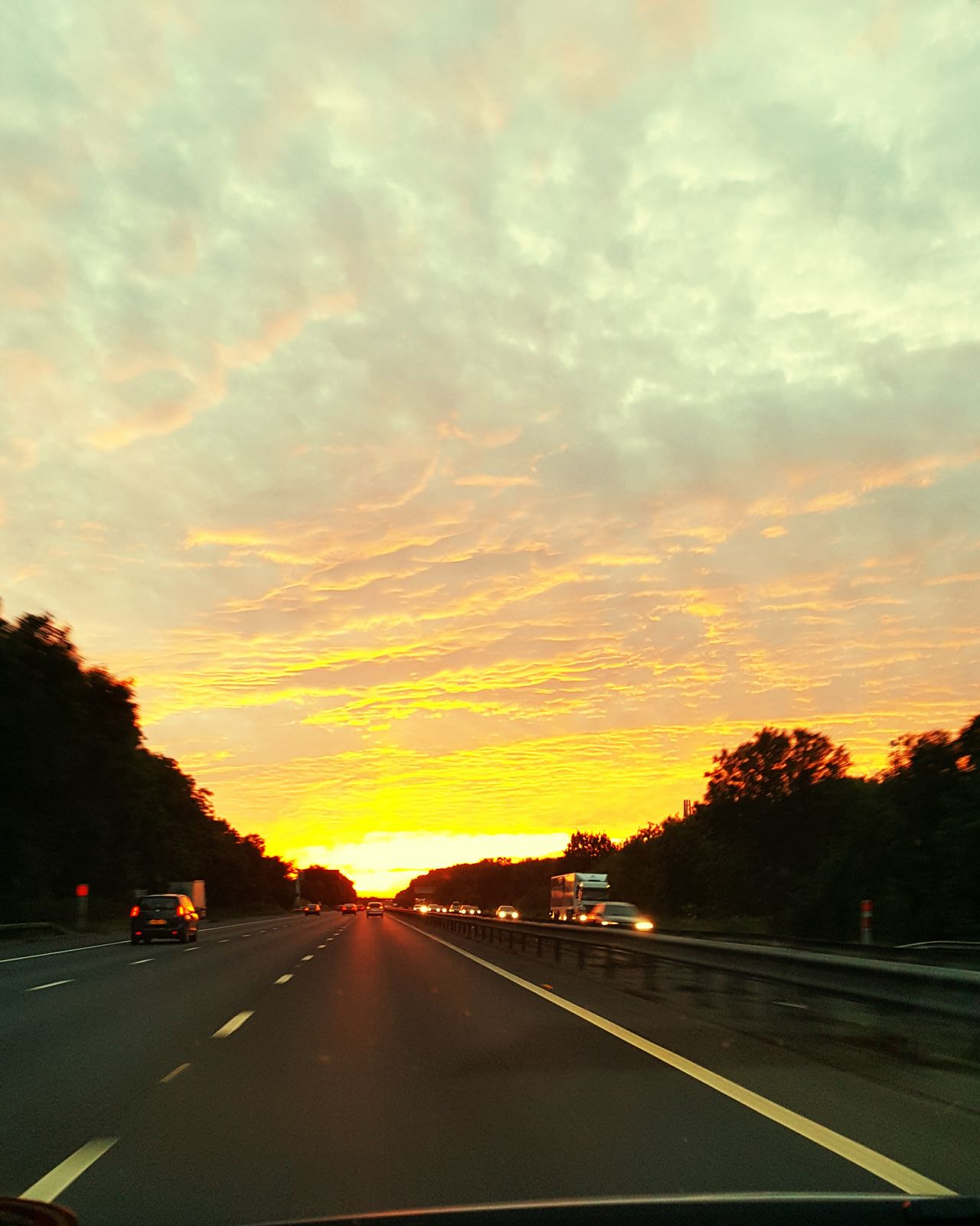 Deceptively Simple Photography Sunset Scenery💋 Hello World Scenery Shots JourneyphotographyBeautiful Sunset Travel Photography Motorway The OO Mission