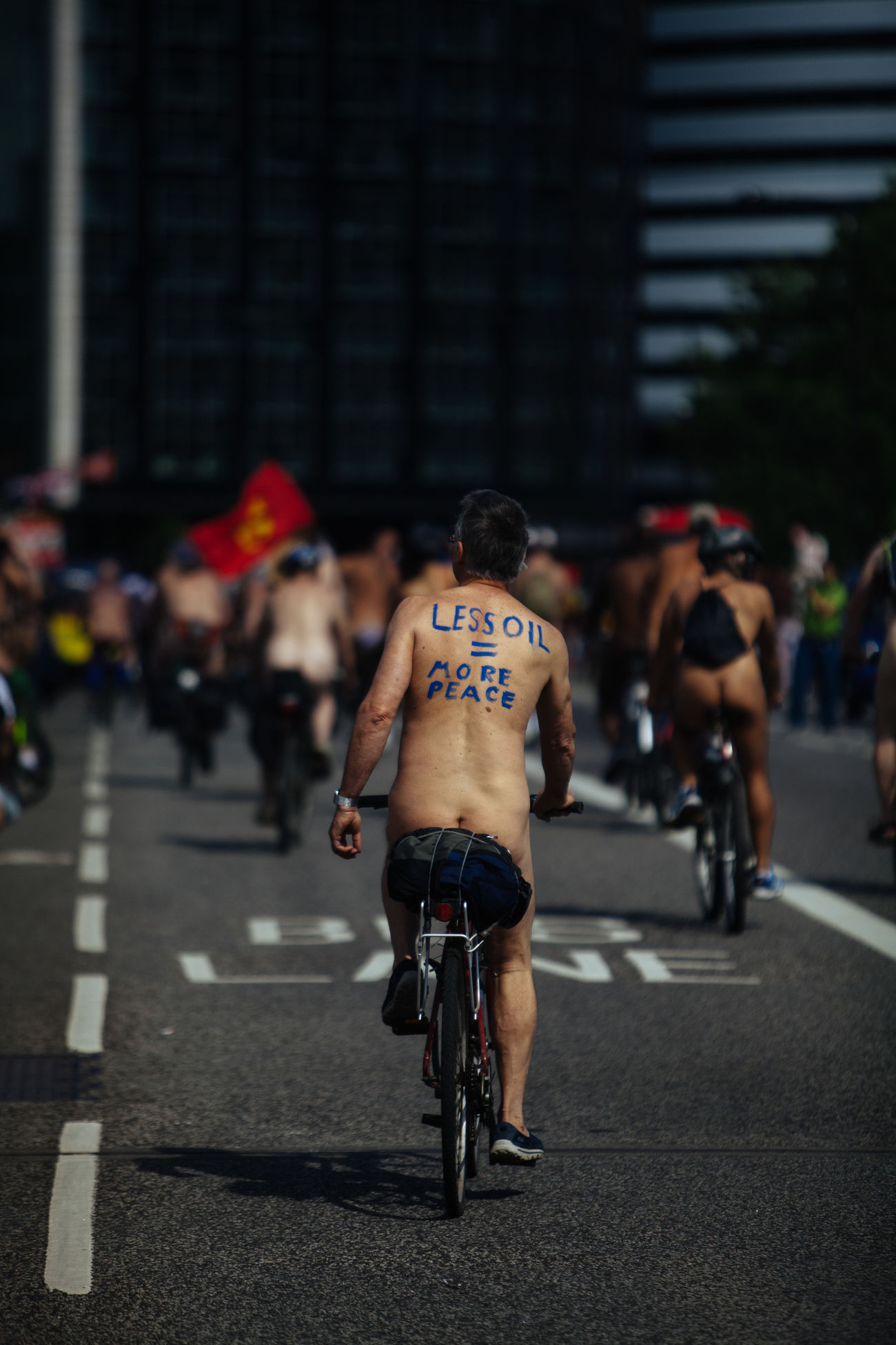 Less Oil = More Peace. Bicycle Cycling City Street Street Riding City Life City Wnbr Street Photography Happiness Cıty Maxgor Live For The Story Cıty Life Streetlife Shirtless Urbanlife Real People Rawstreets Maxgor.com Westminster Bridge, Place Of Heart The Photojournalist - 2017 EyeEm Awards The Great Outdoors - 2017 EyeEm Awards