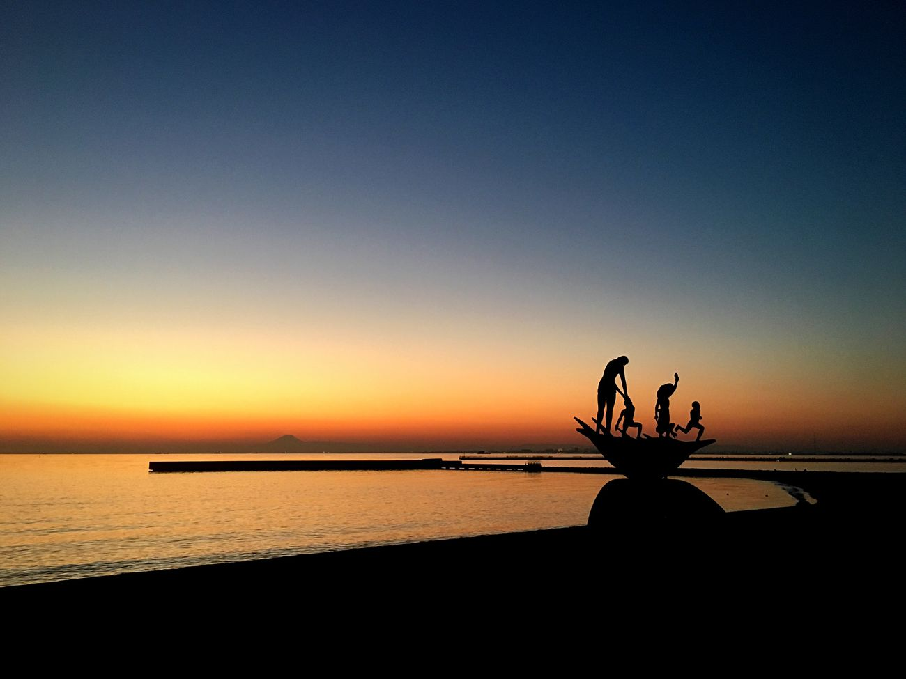 Sunset Water Silhouette Sea Nature Clear Sky Horizon Over Water Tranquil Scene Outdoors Scenics Statue Japan Chiba Ocean View Tokyo Tokyo Bay Mount FuJi Mount Fuji Views In The Distance