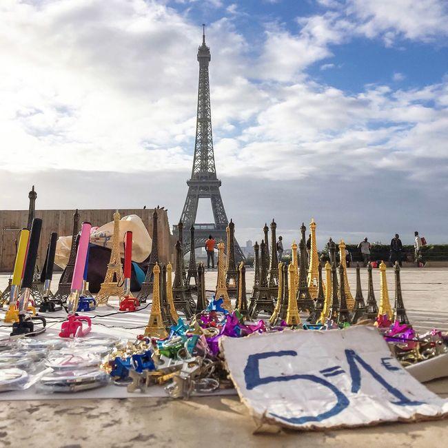 5 = 1Euro! Bonsoir Paris Paris EyeEm Best Shots Parisweloveyou Eyem Best Shot - Architecture Paris ❤ Photooftheday Eiffel Tower Tour Eiffel