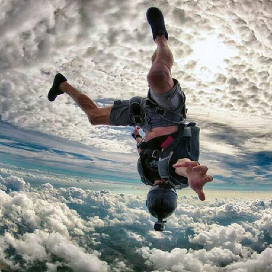 Free Fallin' Like This Dude Right About NOW... Intheclouds LovinGodsManyBlessings Weekend Saturdayflow