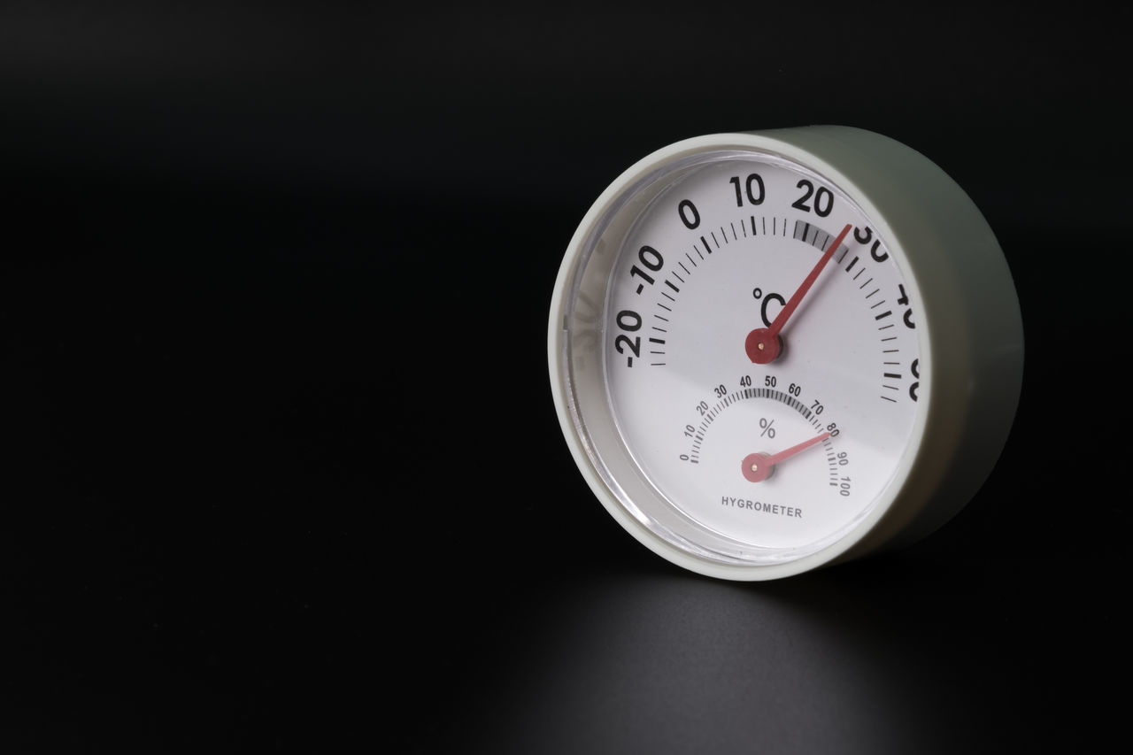 Temperature and humidity Black Background Close-up Humidity Humidity Control Object Object Photography Objects Temperature Control Temperature Measurement Temperature Reading Temperature Rising