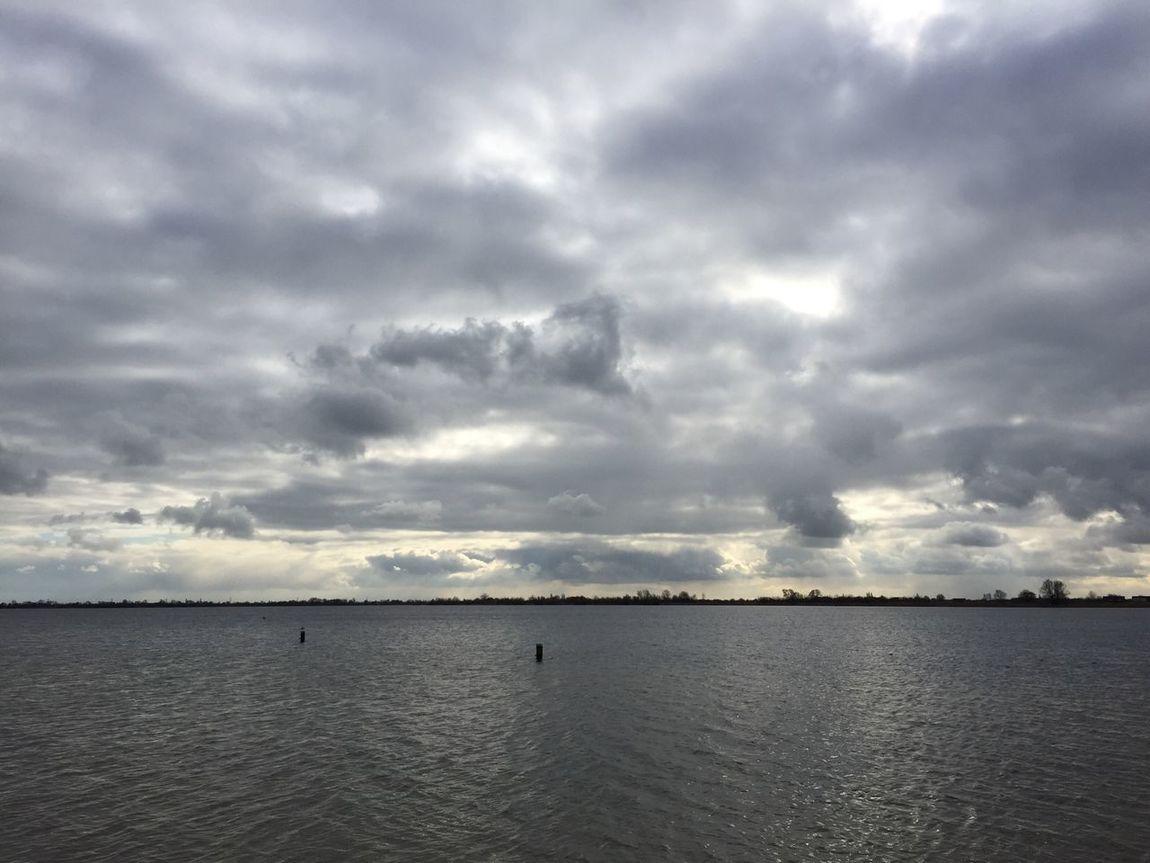 Wolken boven Reeuwijkse Plas