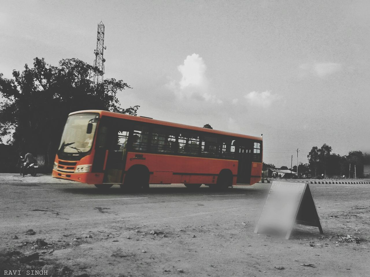 OO.. Hello World Monochrome On The Road Check This Out Taking Photos Blackandwhite Getting Inspired People Bored At Work Mobile Photography