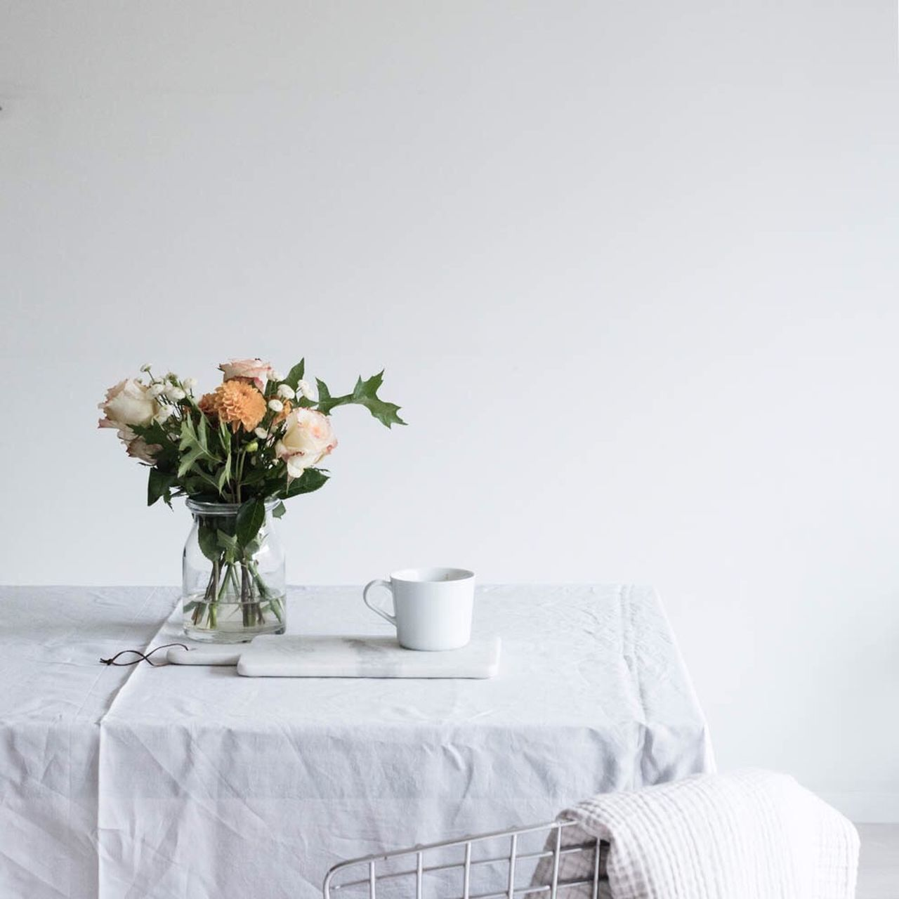 Vase Indoors  Table Flower Flower Arrangement Still Life Simplicity Table Decor Dining Table Linen Table Setting Soft Tones Pastel Power White Color Interior Design Interior Views Interior Interior Style Still Life Photography StillLifePhotography Lifestyle Photography Little Break Moment Of Silence Empty Room