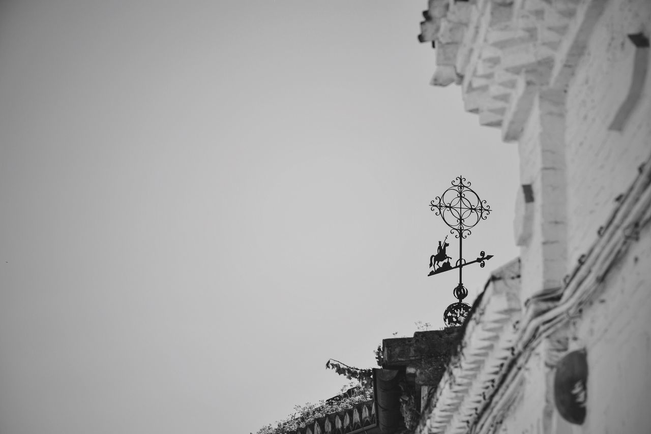 Taking a pulse to the Wind 06:55 ^ B&w Street Photography Wind Respect For The Good Taste Vane Weathercock Weathervane Let's Do It Chic! Black And White Collection  There Be Dragons Rooftop Tiling