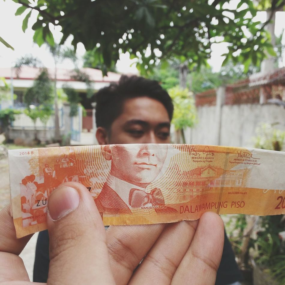 Everyone is starting to look a lot like Money hahaha... Moneyface Hands At Work Eyeem Philippines Currency Orange Eyeemphotography EyeEm Gallery Creative Showcase: November EyeEm Fun EyeEm Best Edits EyeEm Best Shots Philippines Detail Samsung Galaxy Camera Faces Paper View