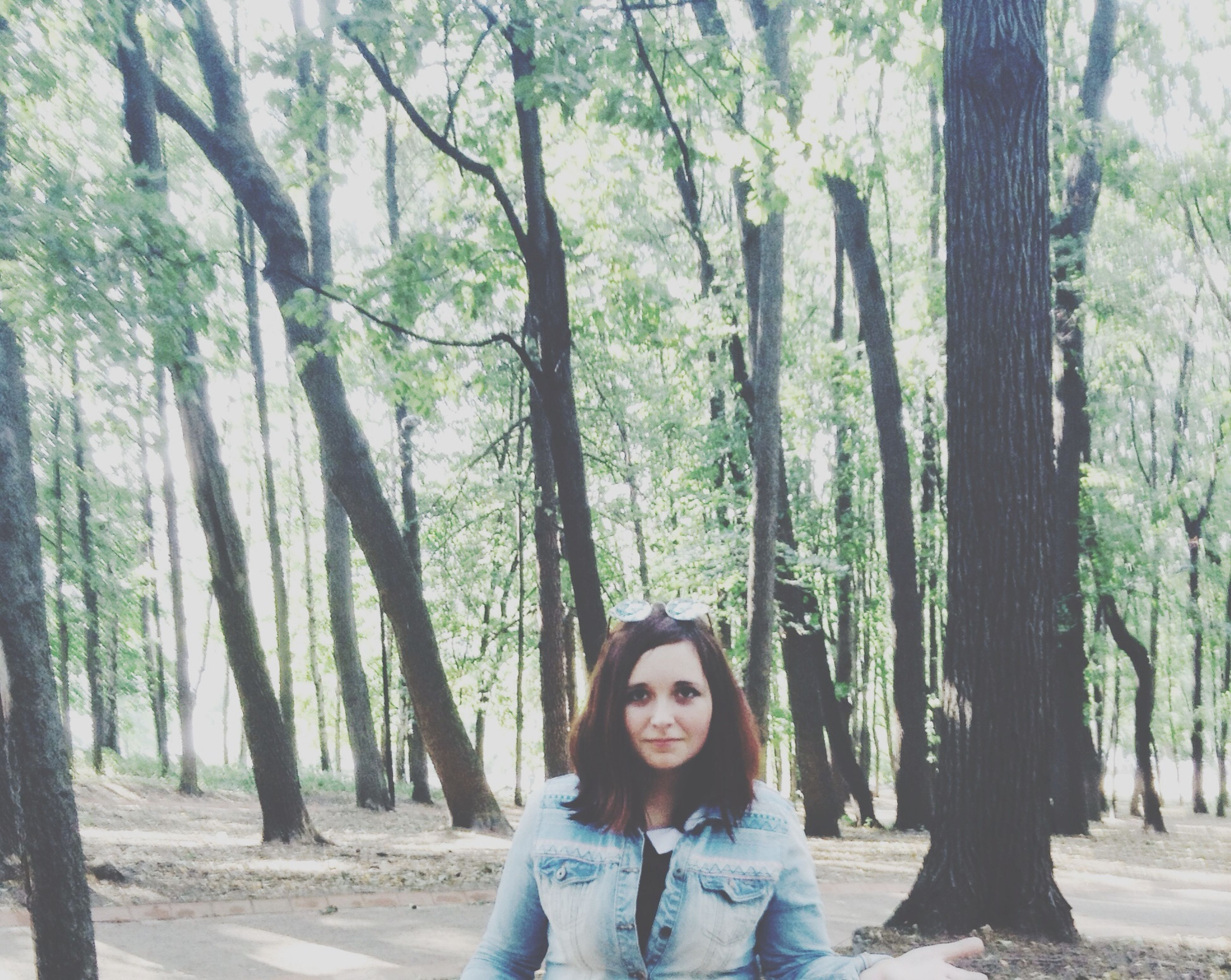 tree, lifestyles, person, leisure activity, casual clothing, young adult, looking at camera, portrait, front view, smiling, young women, happiness, tree trunk, forest, headshot, standing, day