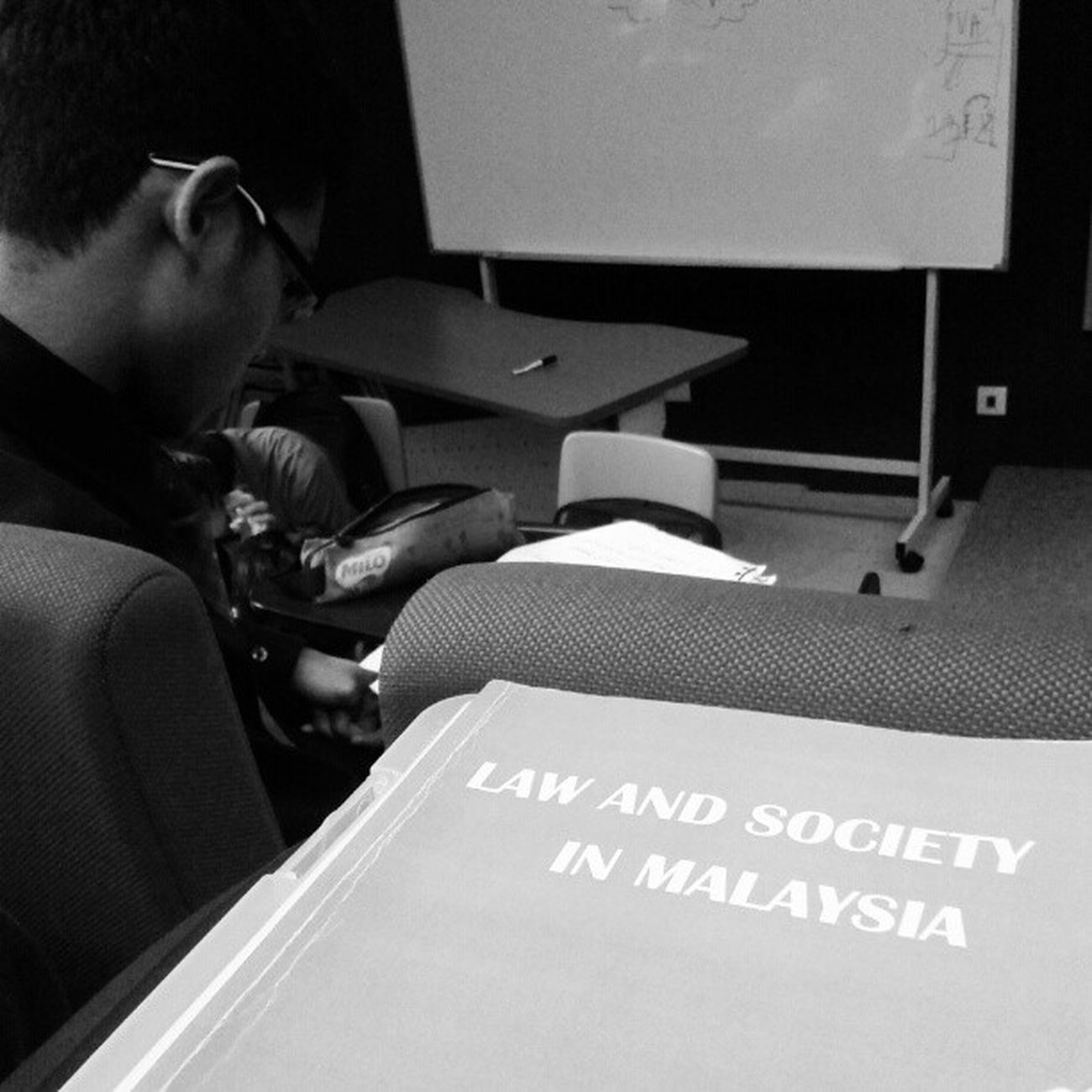 Kuliah in the early morning . Lawstudent Lawyertobe Lawandsociety Syamim picoftoday blackandwhite morning usim tamhidi
