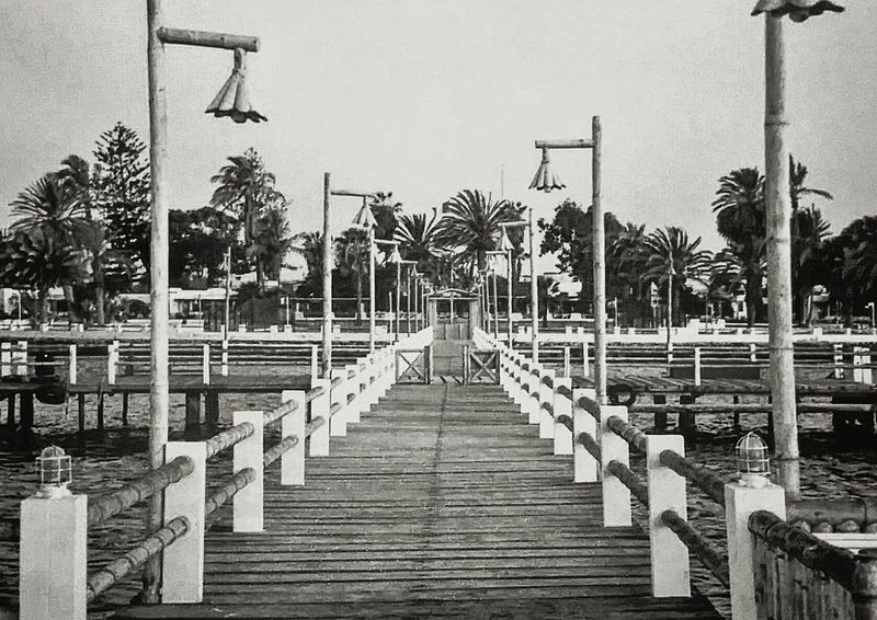 The pier / Le quai 📷1994 Bridge - Man Made Structure Outdoors Water No People The Way Forward Pier Resort Hotel Vintage EyeEm PÉROU Peru Outdoor Photography Beach Beachphotography Oceancitycool Ocean Shores Oldpier Hotel View Architecture Perspective Perspective Photography