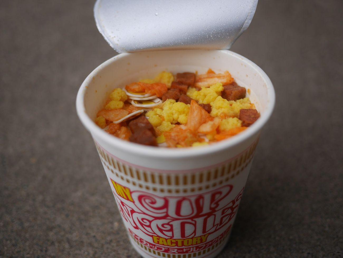 食べちゃった… オリジナルカップヌードル シーフード 味 具材 たまご コロチャー キムチ ひよこちゃんナルト