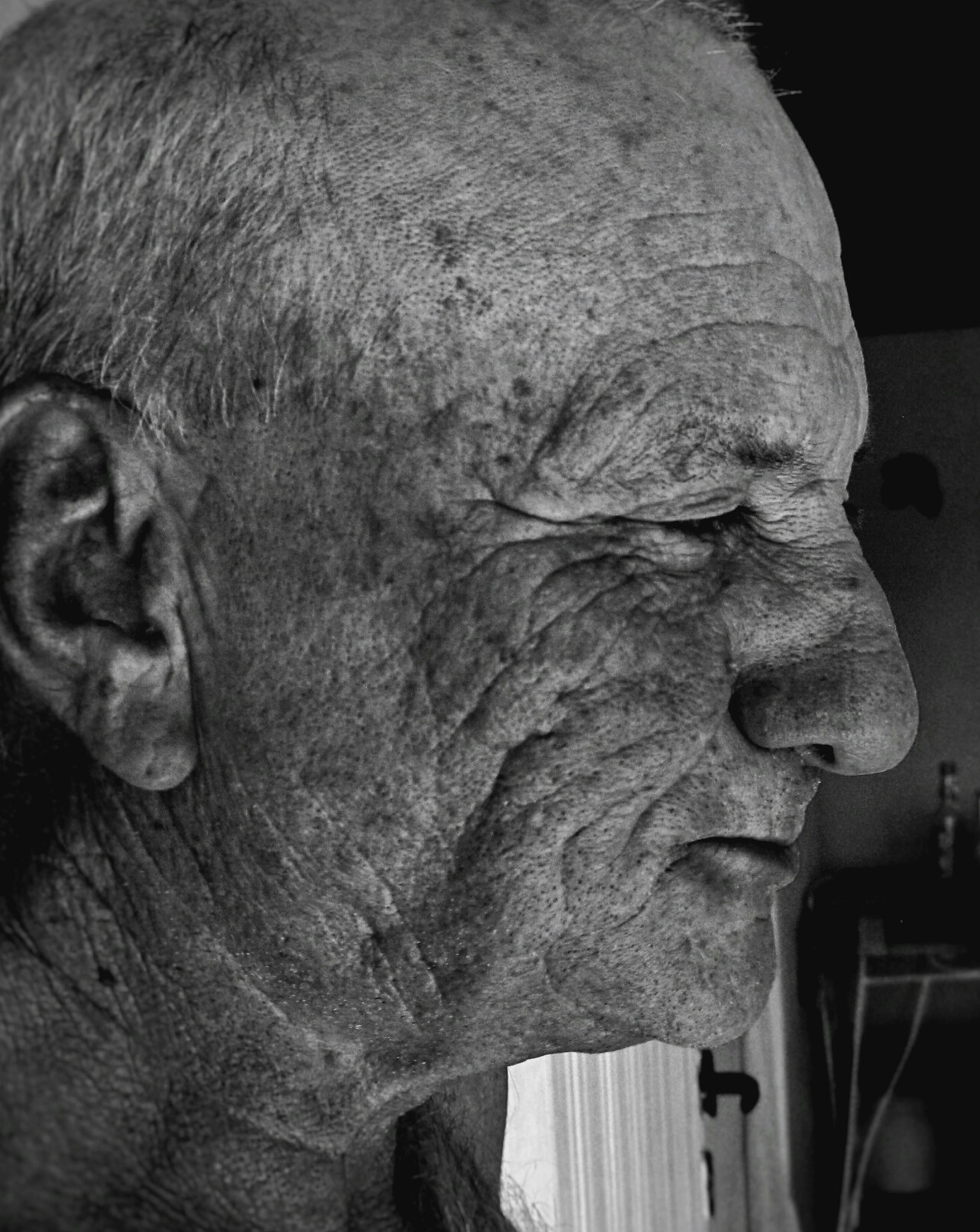 senior adult, statue, senior men, close-up, sculpture, outdoors, one person, real people, day, people