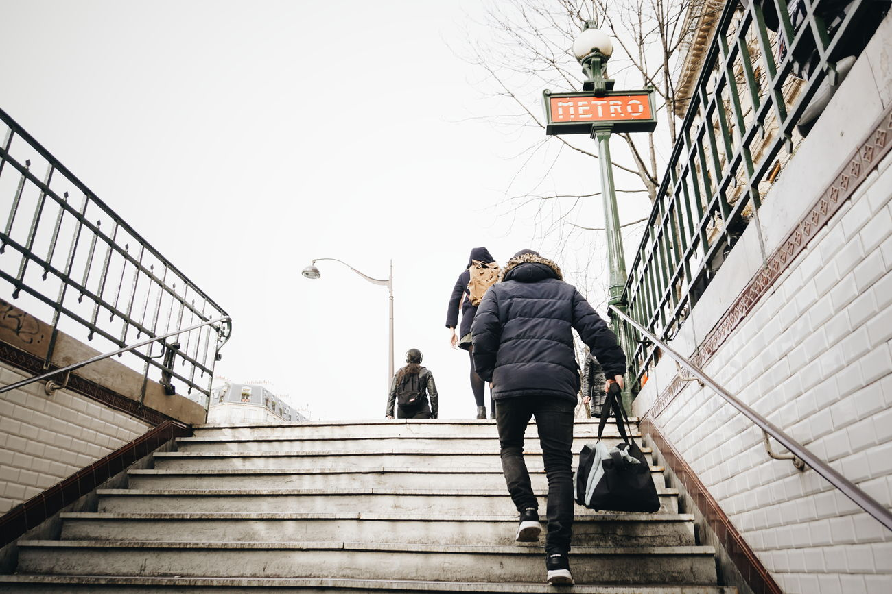 Cliché parisien (day 18) (Winter legacy, January 2016, Paris) Urban Playground Cliché Parisien Urban Life Portrait Of People Storytelling Notes From The Underground Showcase: January Urban Lifestyle Parisian Cliché Paris Street Photography Métro Parisien VSCO People Urban Shadows The Street Photographer - 2016 EyeEm Awards My Commute Colour Of Life