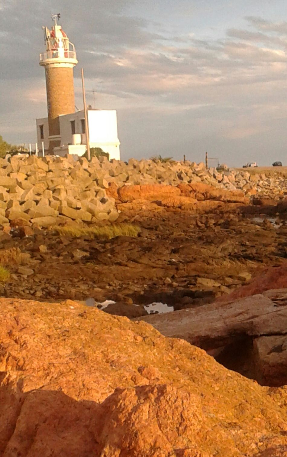 Rocas y un faro Sunset No People Outdoors Day Rocks And Sky Architecture