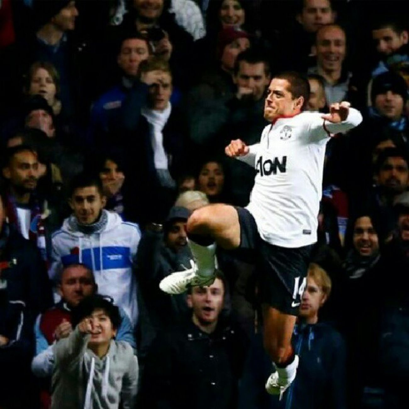 We r loving you today Chicha ..keep it up. Chicharito Manu Manchesterunited manutd epl soccer iLoveRooney englishfootball premiership. Courtesy foxsoccer