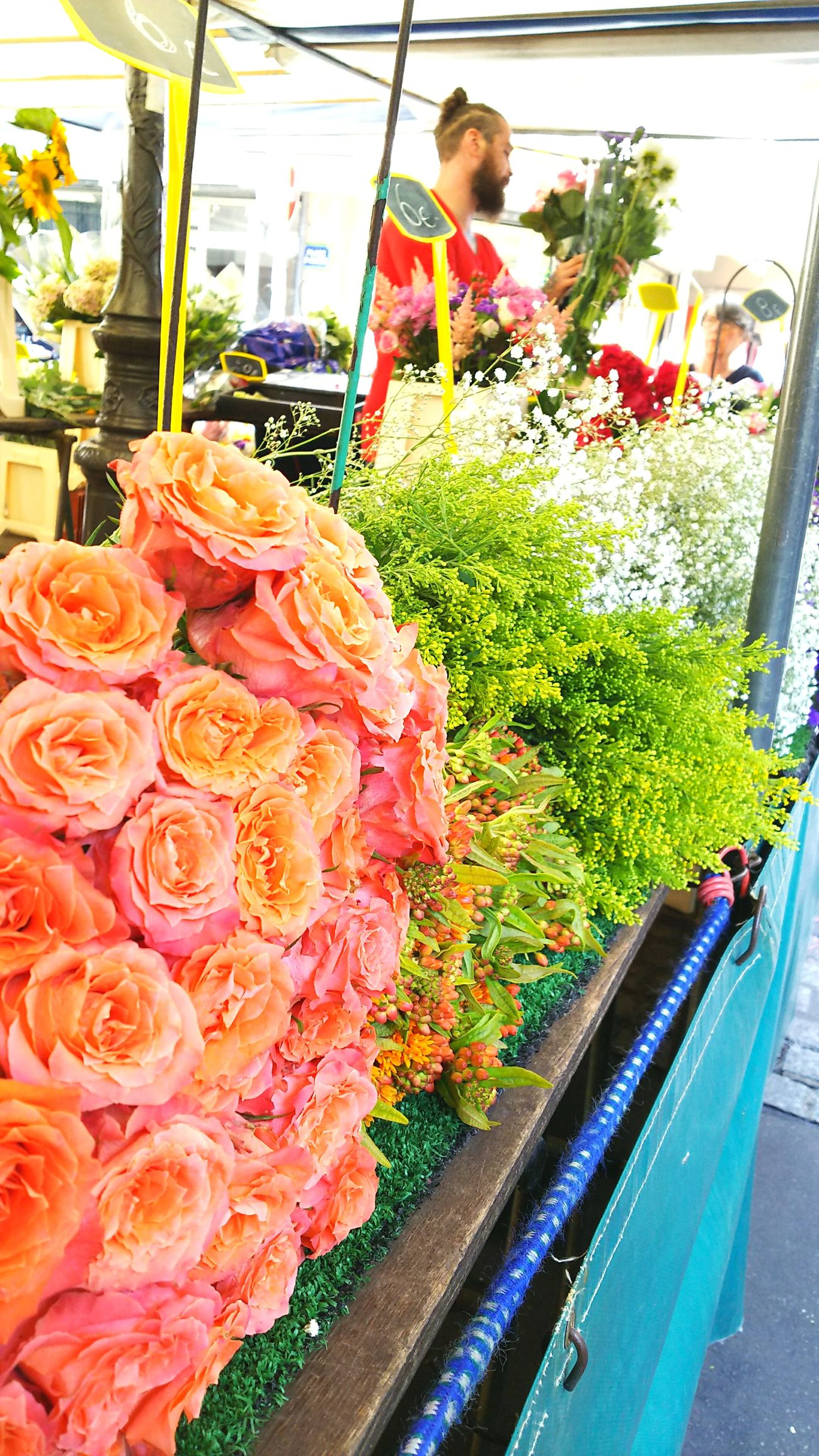 Food Freshness For Sale Food And Drink Market Retail  Variation Business Finance And Industry Choice Vegetable Healthy Eating Indoors  Day Price Tag Business No People Close-up Ready-to-eat Paris ❤ Paris Flower Roses かわいかったマルシェのバラ。腕いっぱいに抱えて歩きたいな。