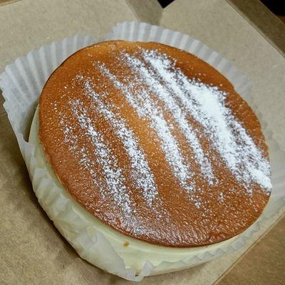 애슐리 치즈케이크 기념일 이벤트로 득템 역시 애슐리 매장에서 조금씩 먹는것보다 큼직하게 먹으니 느낌이 또 다르네요 ㅋㅋ 쉽게 질리는건 똑같은.. 일상 애슐리 치즈케이크