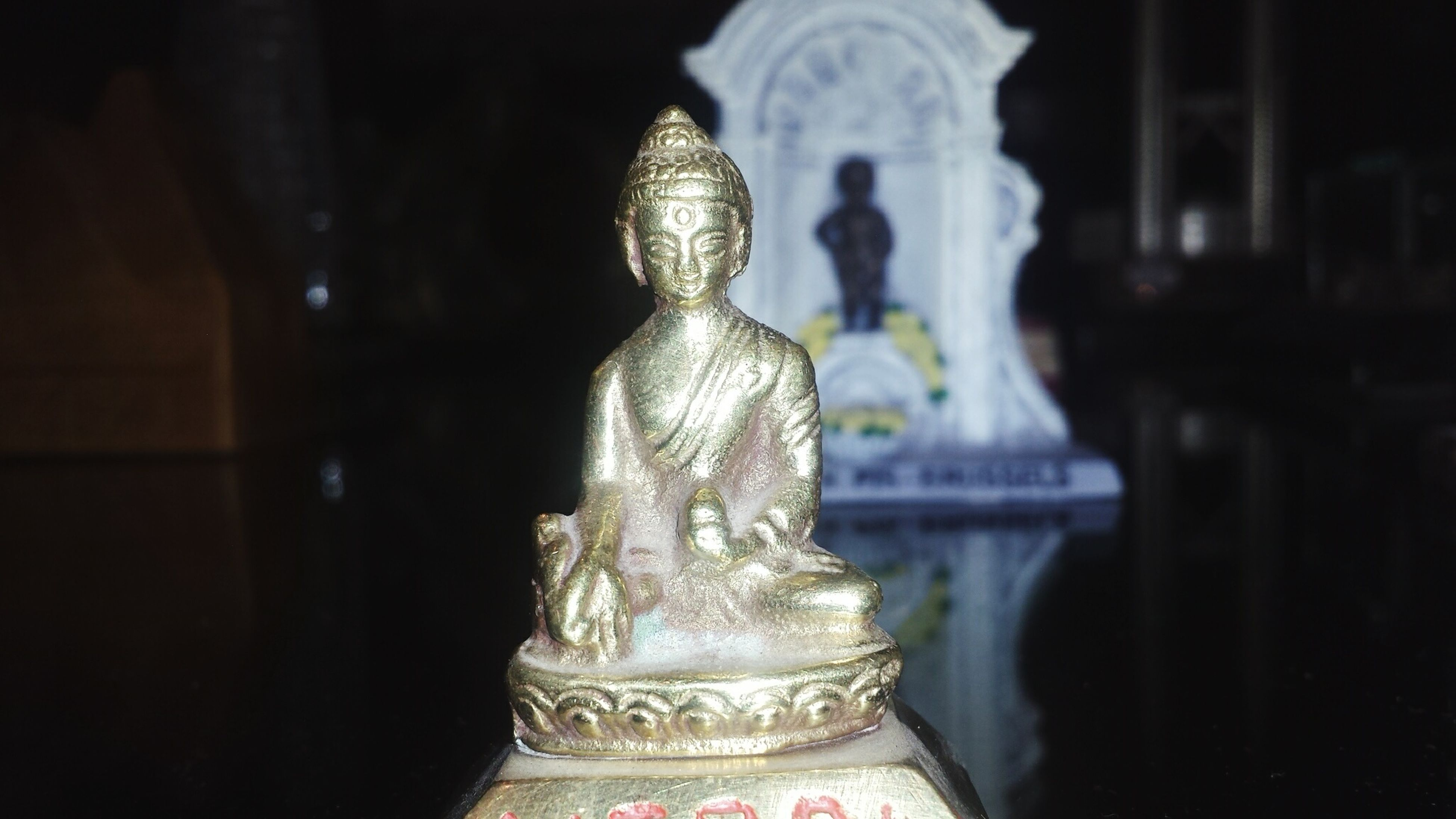 statue, sculpture, art and craft, human representation, art, religion, creativity, spirituality, place of worship, buddha, famous place, gold colored, travel destinations, indoors, carving - craft product, temple - building, international landmark