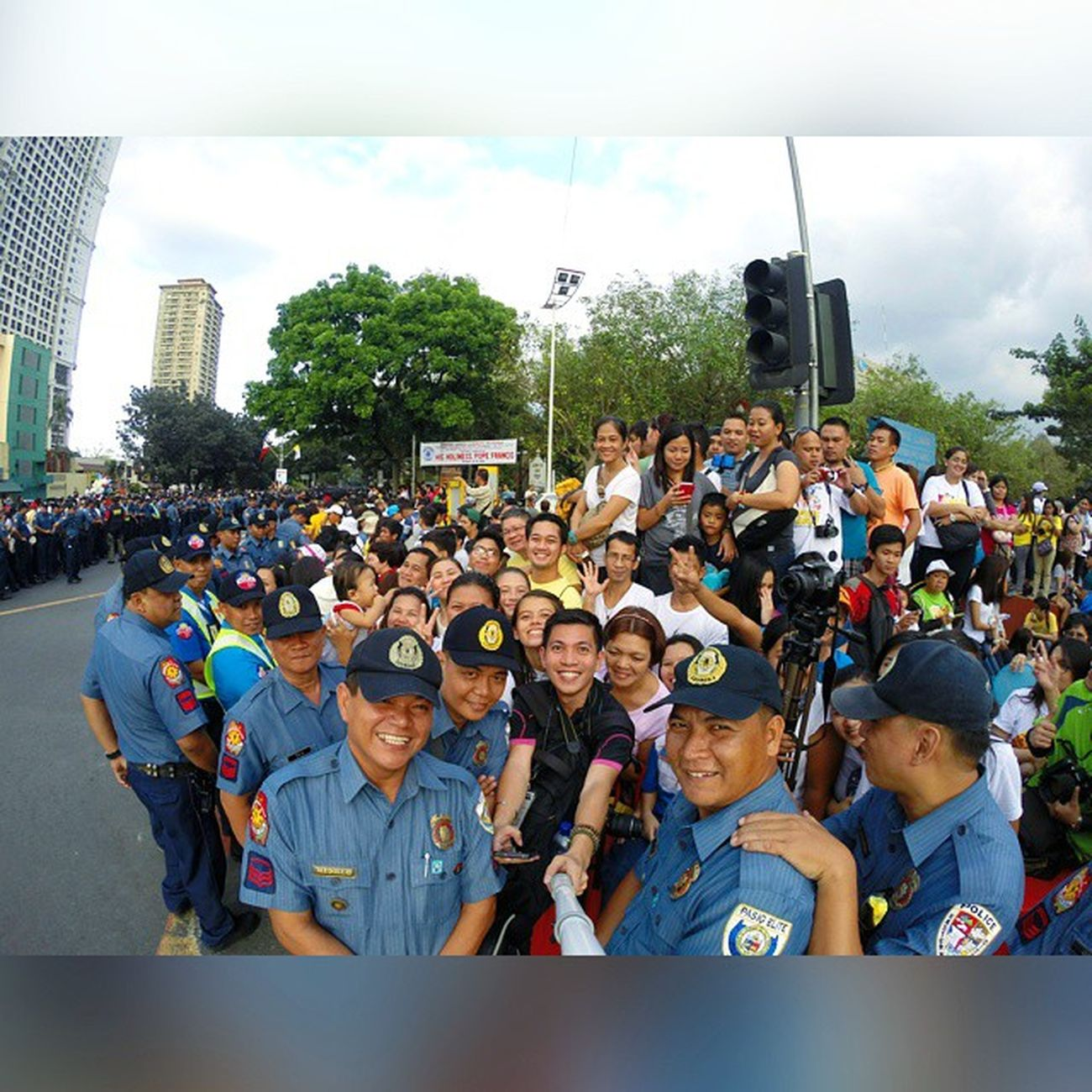 BlessedByThePope Pope Francis visited the Selfie capital of the world! 📷 PopeFrancisPh PopeTYSM WeLovePopeFrancis gopro goproph oscarselfie