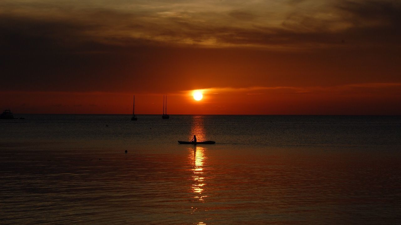 Sunset Kayaking Orange Color Horizon Over Water Beachlife Skyporn Kohtao Thailand Romantic Alone Seaandsun Seaandsunset