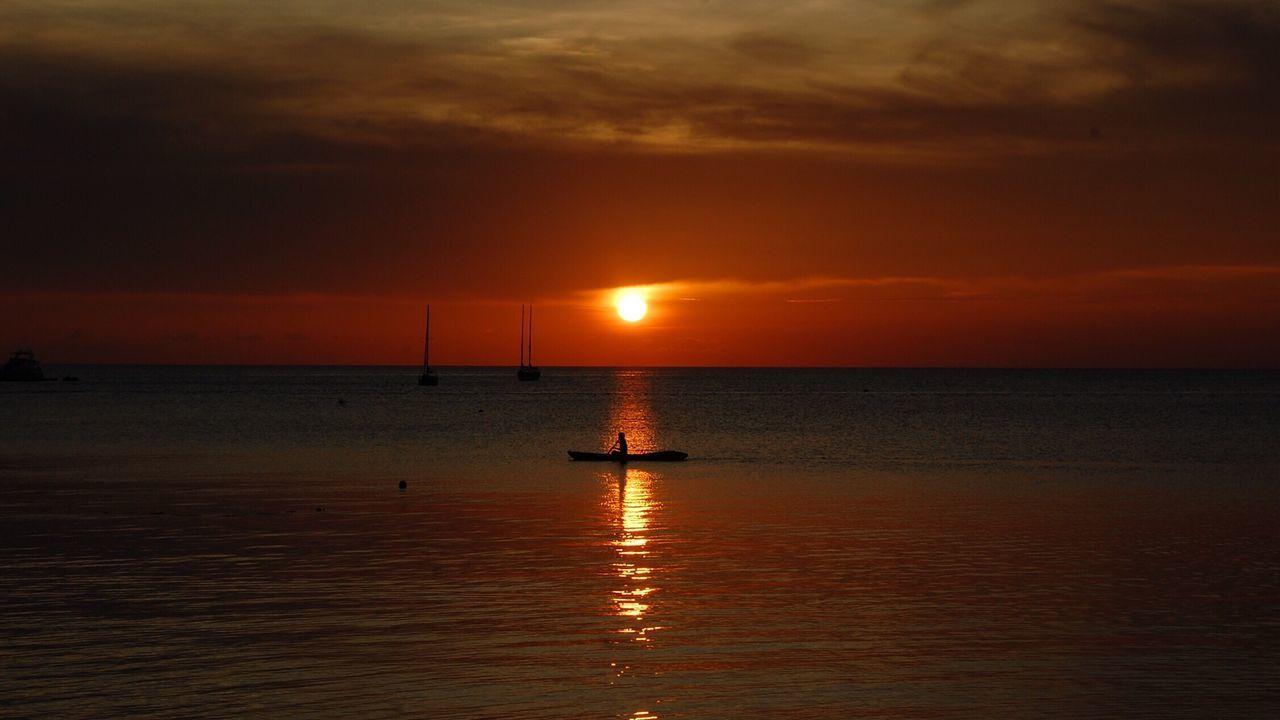 Sunset Kayaking Orange Color Horizon Over Water Beachlife Skyporn Kohtao Thailand Romantic Alone Seaandsun Seaandsunset