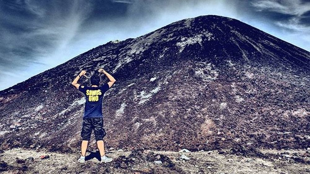 llegamos a la cima de la montaña 🌋👌 . 🎵 coldplay - Up&Up . Krakatoa Mountains Somos UNO Up Montana Lampung INDONESIA Tbs HDR Visitkrakatau First Hiking Nike Indotravellers Xplorasia TravelRack Pictoftheday