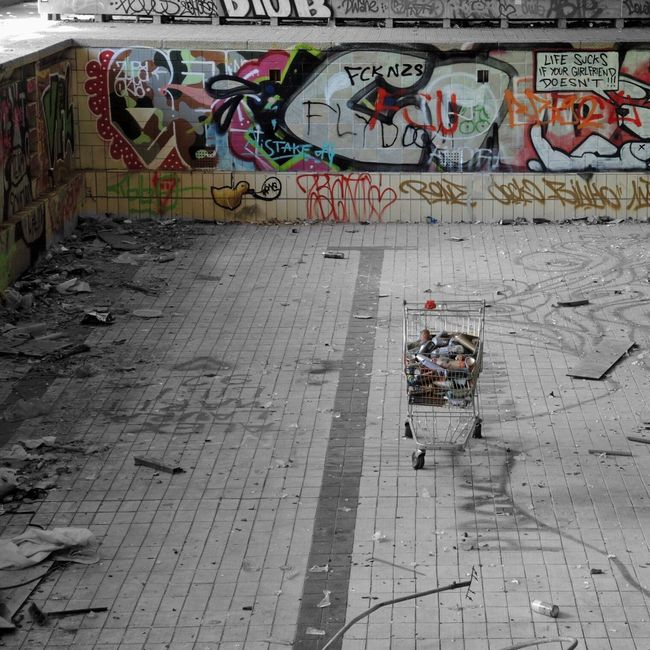 Abandoned Colorsplash Eye4photography  Urban Geometry Urban Reflections Perspective Abandoned Places Abandoned Buildings Graffiti Graffiti Art Streetphotography From My Point Of View Urban Decay Light And Shadow