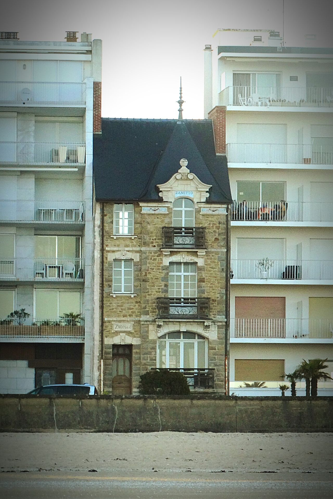 Have you ever felt like a sandwich? Architecture Appartments Progress Holding Out Last Stand The Odd One Out Defiance Sandwich Contrast Development La Baule Check This Out Hanging Out Sweet Shots Relaxing Taking Photos France Showcase June