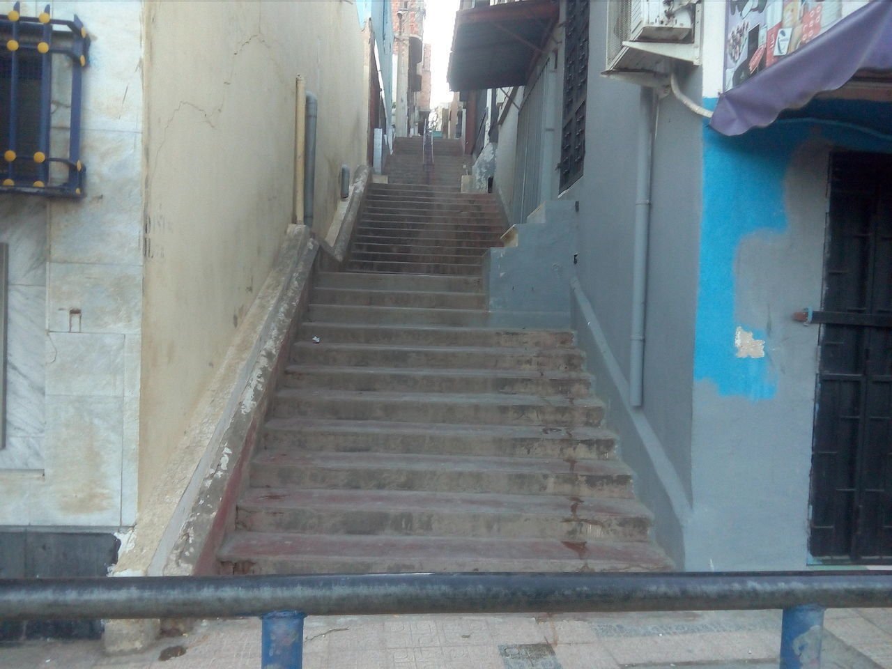 steps, steps and staircases, architecture, built structure, staircase, building exterior, the way forward, railing, day, outdoors, real people, city