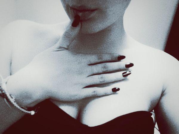 Lips to kiss💋❤ Hot Boobiiiees! Kiss Lips Curvygirls Sexyselfie Sexylips Black And White Eyemselfie OpenEdit