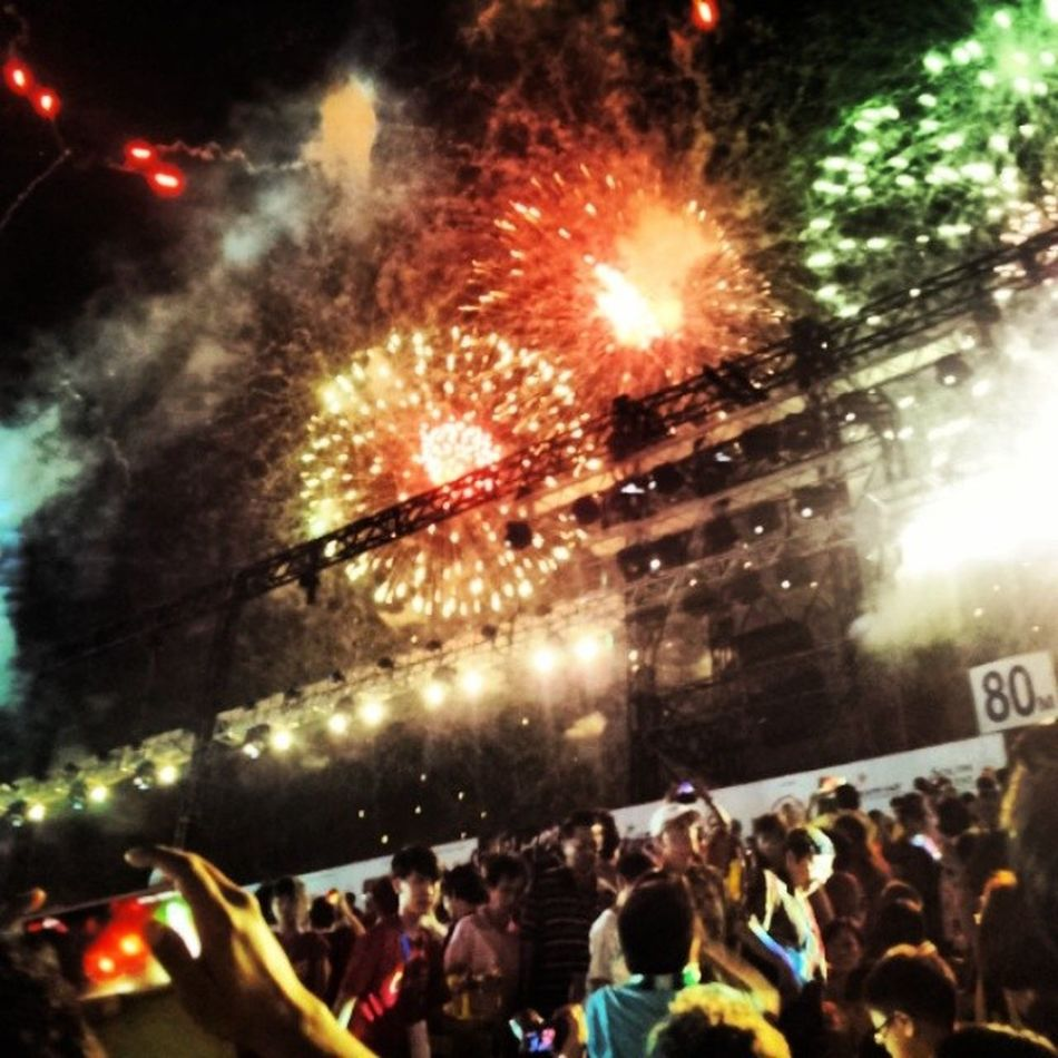 Passionatchingay2014 Singapore Fireworks baby!