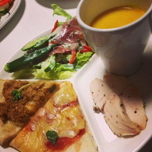 ピザパーティはマルゲリータと肉味噌ピザ(=´∀`)人(´∀`=)
