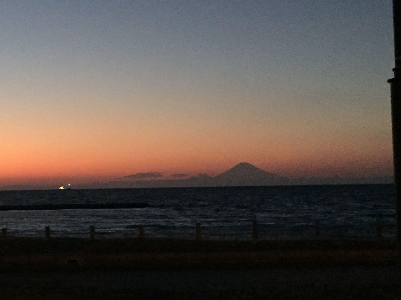 富士 Scenics Sunset Water Nature Tranquility Beauty In Nature Tranquil Scene Clear Sky Sea No People Silhouette Outdoors Sky Day