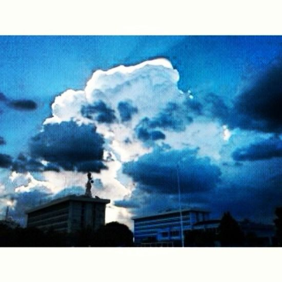 Alone in the sky'-'v Latepost Photooftheday Sky Flawsome :V