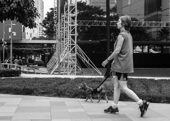 The walk. Eyeem Philippines Black And White Monochrome People Photography Peoplephotography Streetphotography Street Photography NikonD3100