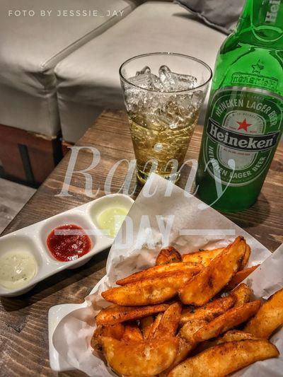 Beertime Wedgedpotato RainyDay Unhealthy Eating Afterwork Ladysinglelife Bangkokian Thailand Takenbyiphone7
