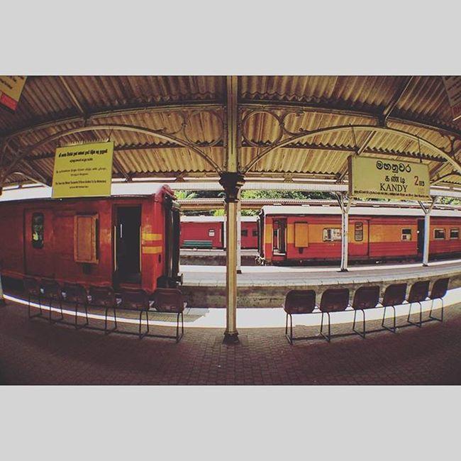 回到工業時代. SriLanka Kandy Railway Railwaystation