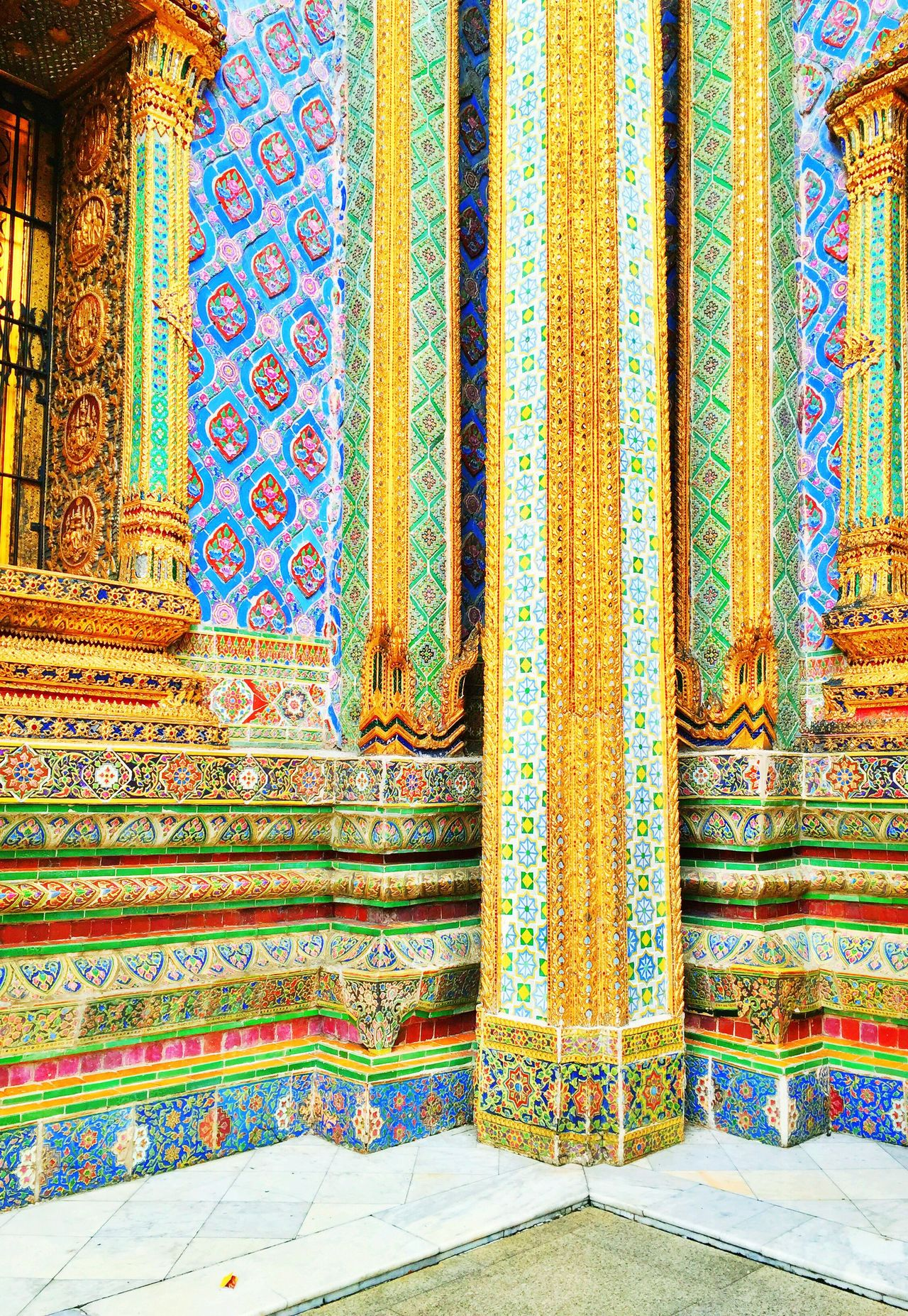 The gold details are just remarkable. 🌸 Grand Palace Bangkok Thailand Bangkok Thailand ASIA (null)Design Pattern Travel Destinations Day No People Tradition Outdoors Architecture Close-up EyeEm Best Shots EyeEm Nature Lover Eye4photography  EyeEm Best Edits