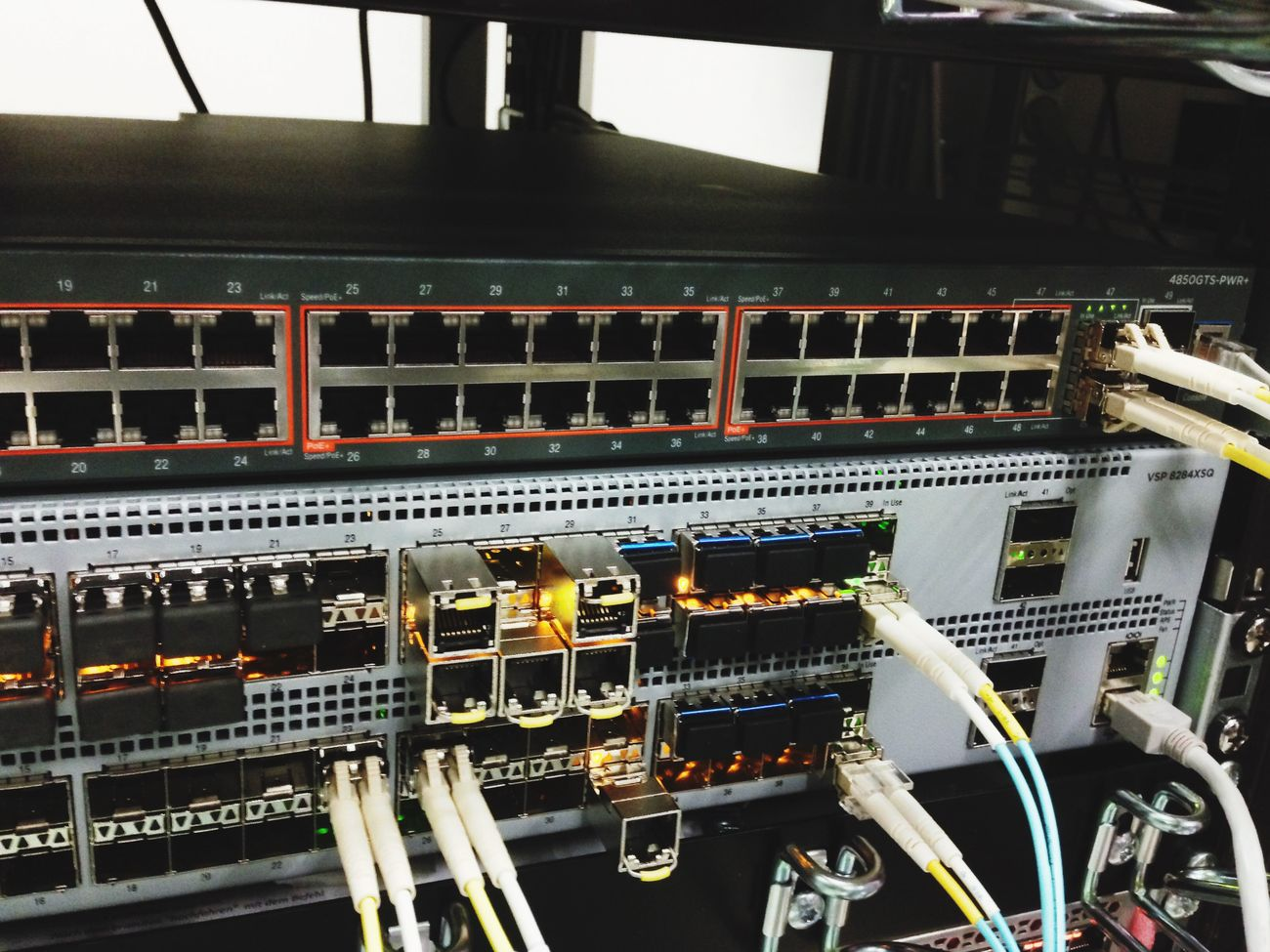 This week @ Controlware I finished my Avaya Shortestpathbridging Fabric Connect setup with an Cluster of two VSP-8284XSQ & a bunch of VSP-7k's and ERS-4850's! Next customer please :)